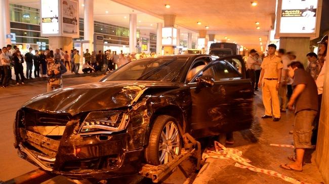 Audi đón Hồ Ngọc Hà gây tai nạn: Hai nạn nhân nguy kịch 6