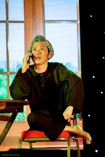 Hoài Linh khiến khán giả rơi nước mắt trong liveshow đầu ở Bình Dương 5