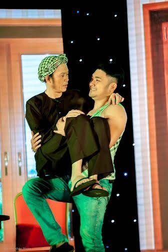 Hoài Linh khiến khán giả rơi nước mắt trong liveshow đầu ở Bình Dương 6