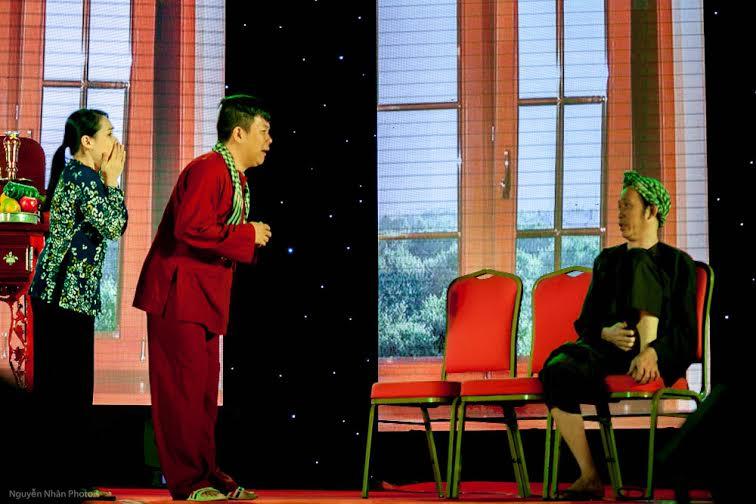 Hoài Linh khiến khán giả rơi nước mắt trong liveshow đầu ở Bình Dương 7