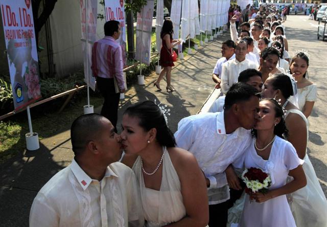 700 cặp đôi cùng làm đám cưới nhân dịp Valentine 6