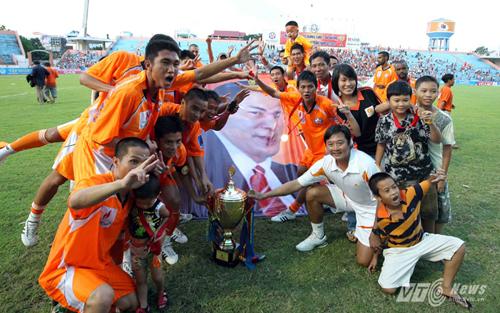 Quả bóng vàng Việt Nam 2012 khóc khi biết ông Nguyễn Bá Thanh mất 6