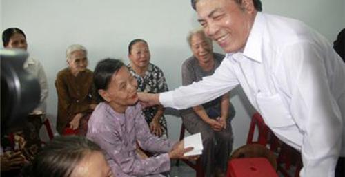 Những bức ảnh giản dị về ông Nguyễn Bá Thanh với người dân Đà Nẵng 18