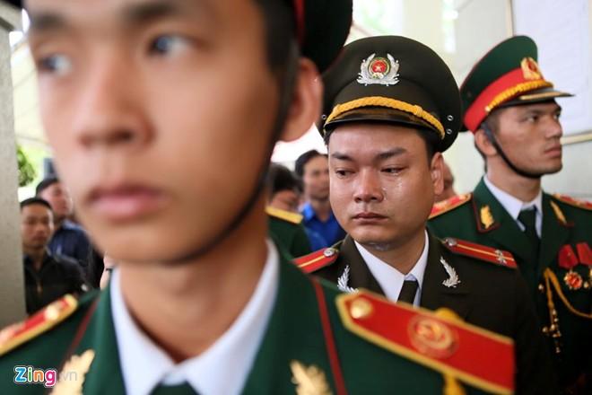 Những hình ảnh nghẹn ngào trong lễ truy điệu ông Nguyễn Bá Thanh 14
