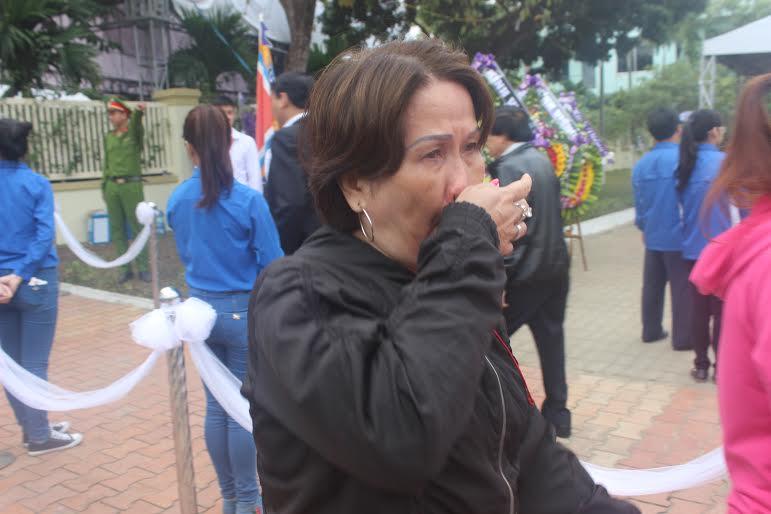 Những hình ảnh nghẹn ngào trong lễ truy điệu ông Nguyễn Bá Thanh 10