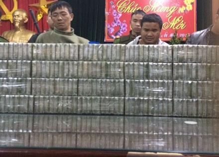 Bắt xế hộp chở 200 bánh heroin ngày 29 Tết 5
