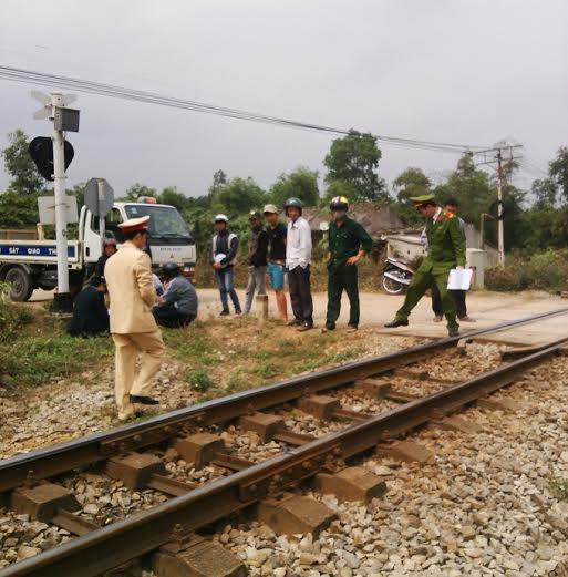 Hi hữu: Cứu sống nạn nhân bị tàu hỏa đâm văng xa 30m 5