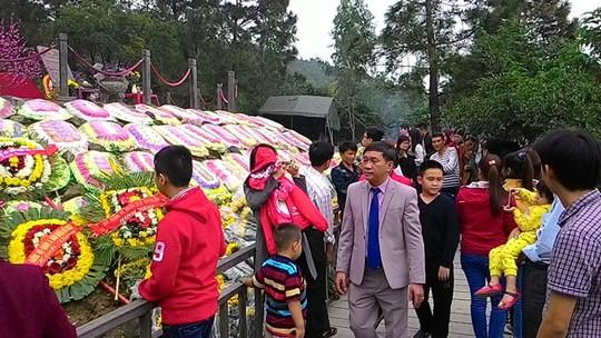 Ngàn người về đảo Yến thành kính viếng mộ đại tướng Võ Nguyên Giáp 10