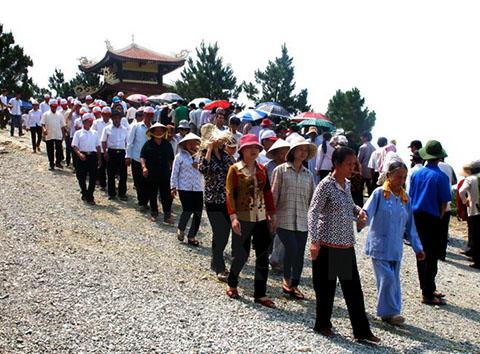 Ngàn người về đảo Yến thành kính viếng mộ đại tướng Võ Nguyên Giáp 6