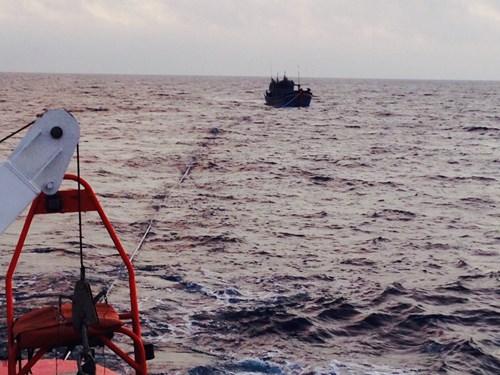Cứu 9 ngư dân gặp nạn trên biển đêm mùng 2 Tết 5
