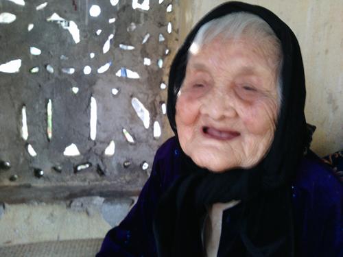 """Cụ bà 111 tuổi """"dạy"""" nữ phóng viên trẻ bí quyết sống sướng 6"""