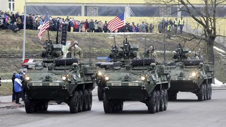 Bốn xe bọc thép Mỹ xuất hiện gần biên giới Nga 5