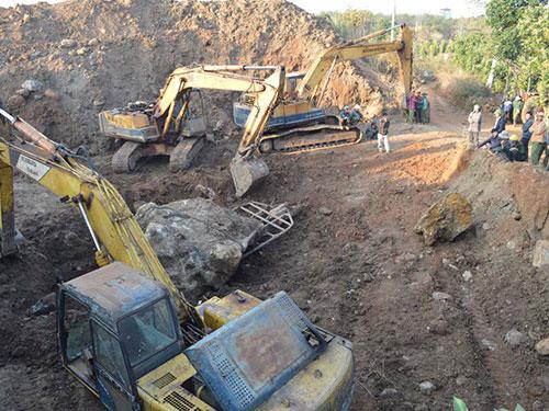 Cận cảnh hòn đá quý 27 tấn trị giá hàng tỷ đồng đào trong vườn cà phê 5