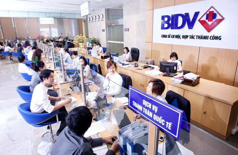 """""""Lộ"""" ngân hàng thu nhập nhân viên cao gấp 7 lần lương Cường Đô la 6"""