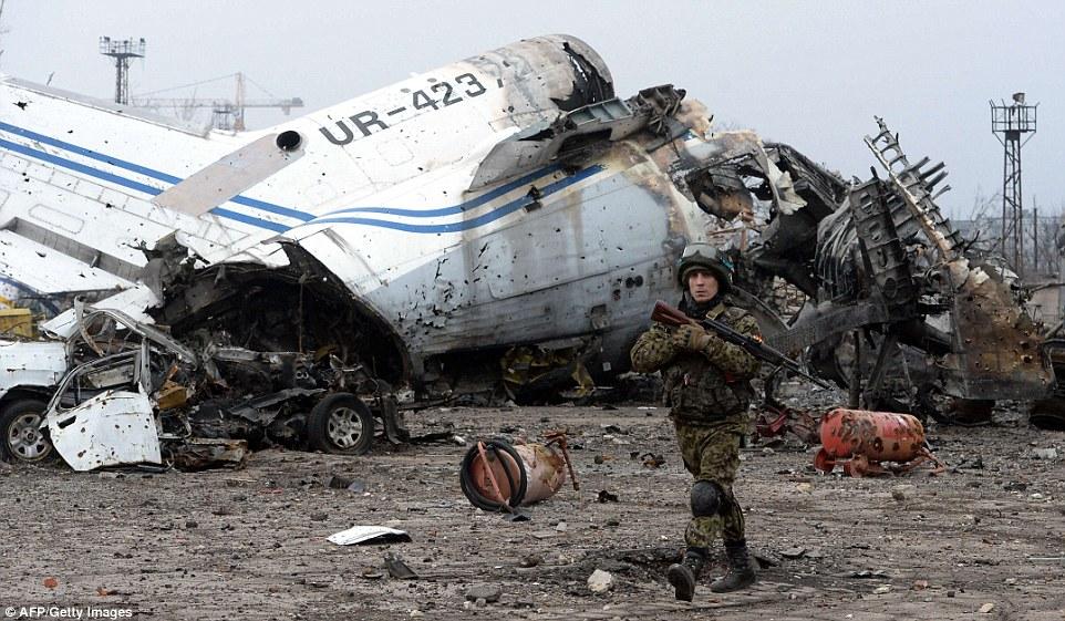 """Chùm ảnh: Nỗi đau """"ngày tận thế"""" tái hiện tại miền đông Ukraine 19"""