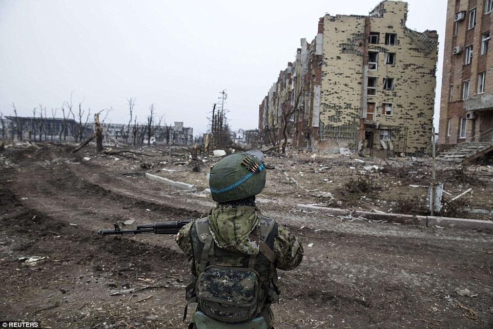 """Chùm ảnh: Nỗi đau """"ngày tận thế"""" tái hiện tại miền đông Ukraine 9"""