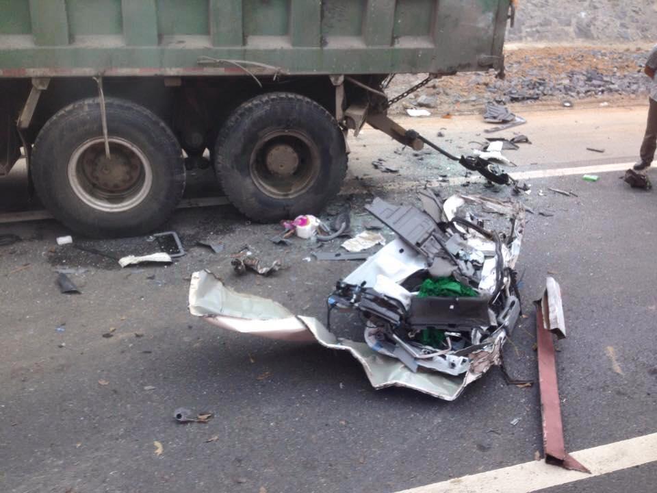 Liên tiếp các vụ ô tô lao vào Ta-luy trên đường cao tốc Nội Bài - Lào Cai 8