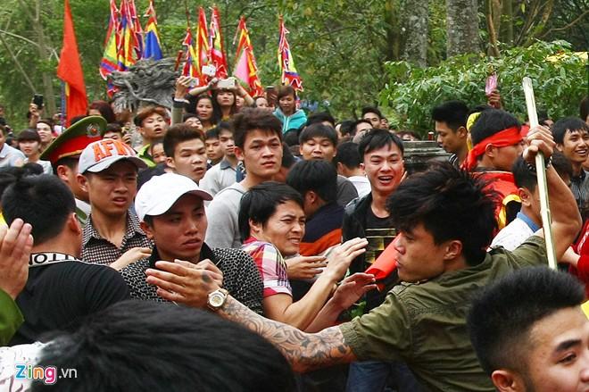 Hỗn chiến tại đền Gióng là bình thường, là phong tục lễ hội 6