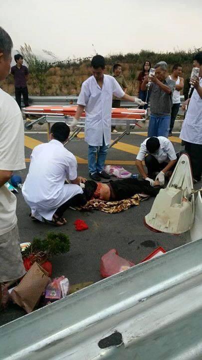 Hiện trường vụ ô tô đâm xuyên lan can cao tốc Nội Bài, Lào Cai 8