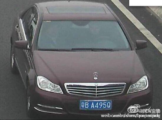 Ô tô mất lái đâm loạn tại sân bay Trung Quốc, 32 người thương vong 13