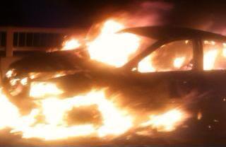 Đang lưu thông, xe biển xanh bốc cháy ngùn ngụt 4