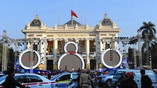 Báo Mỹ: Nhà giàu Việt mua 21.700 ô tô năm 2014, bà bán hoa quả thu 100.000đ/ngày 7