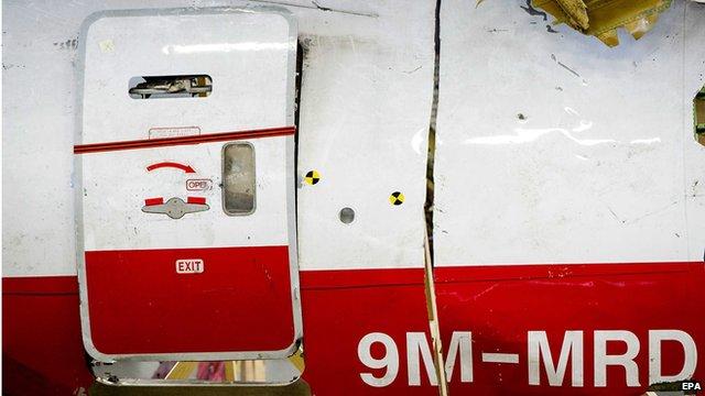 Ám ảnh những mảnh vỡ còn sót lại của máy bay MH17 7