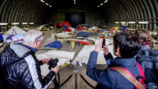 Ám ảnh những mảnh vỡ còn sót lại của máy bay MH17 9