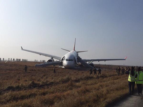 Máy bay Thổ Nhĩ Kỳ gặp tai nạn khi hạ cánh 6