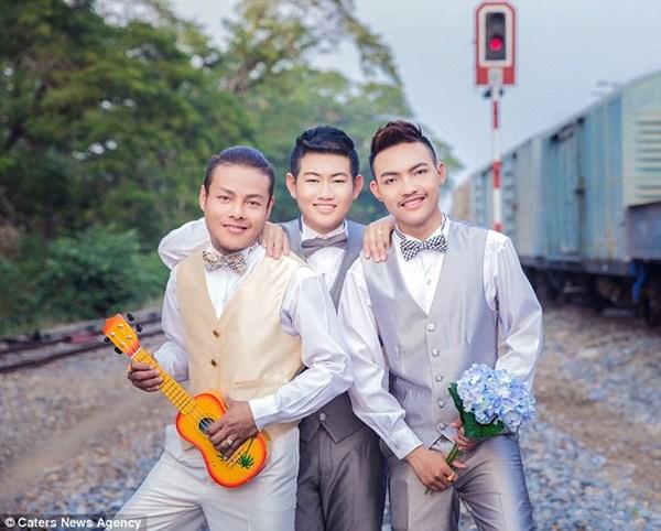 Ba chàng trai đồng tính kết hôn sau 5 năm sống chung 3