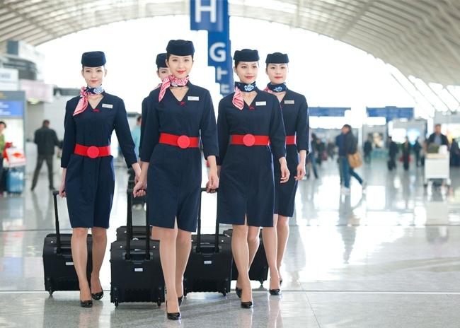 Top 10 đồng phục tiếp viên hàng không đẹp, quyến rũ nhất thế giới 9