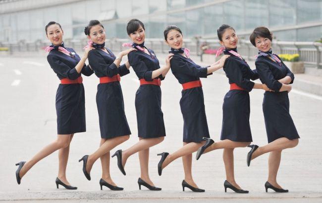 Top 10 đồng phục tiếp viên hàng không đẹp, quyến rũ nhất thế giới 10