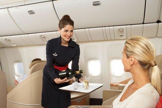 Top 10 đồng phục tiếp viên hàng không đẹp, quyến rũ nhất thế giới 13