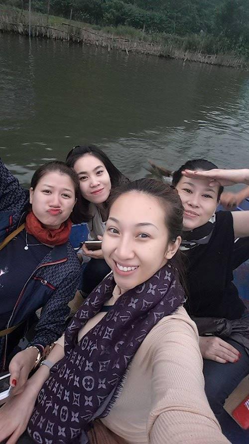 Trang Trần đi chùa cầu bình an sau sau scandal hành hung công an  5
