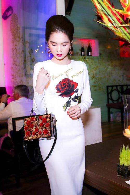 Facebook sao việt 6/3: Tăng Thanh Hà rạng rỡ khai trương nhà hàng 11