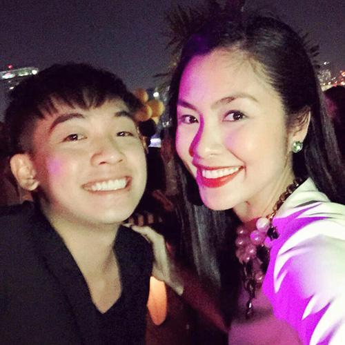 Facebook sao việt 6/3: Tăng Thanh Hà rạng rỡ khai trương nhà hàng 5