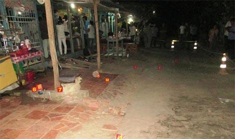 Nhặt ớt trước thềm nhà bị xe kéo lúa tông chết 5