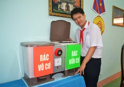 Chân dung nam sinh lớp 9 chế tạo thùng rác  4