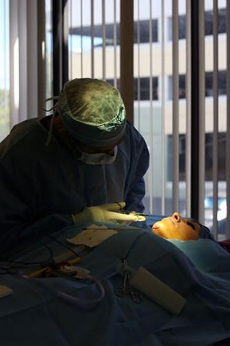 Cận cảnh ca phẫu thuật thẩm mỹ độn cằm  9
