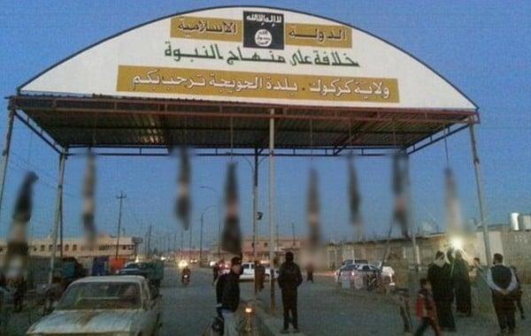 Phiến quân IS treo 8 xác người vào thành phố 5