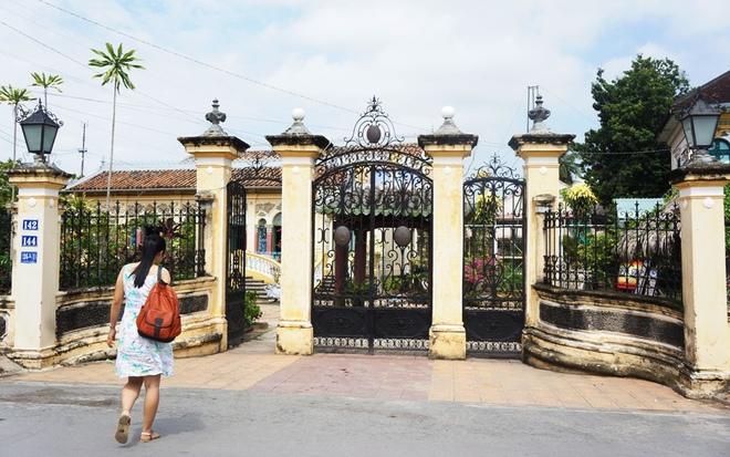 Những chiếc cổng biệt thự độc, lạ tiền tỉ của đại gia Việt 7