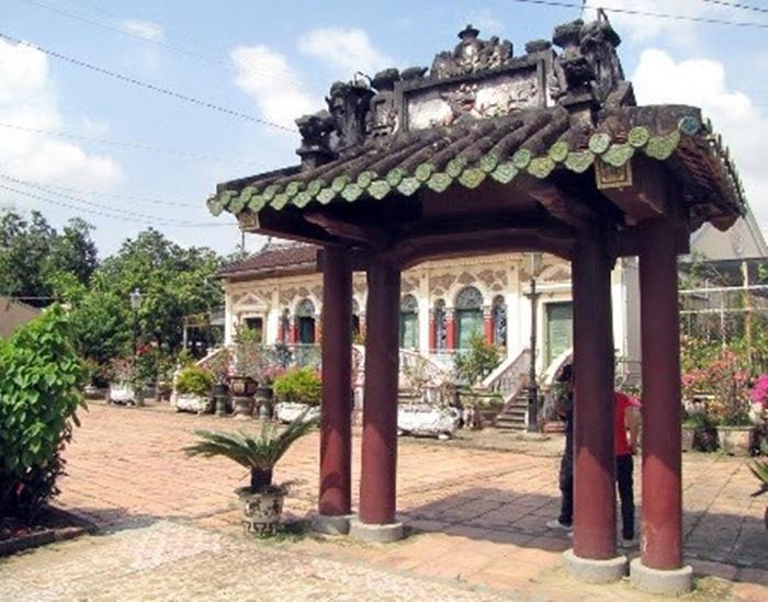 Những chiếc cổng biệt thự độc, lạ tiền tỉ của đại gia Việt 6