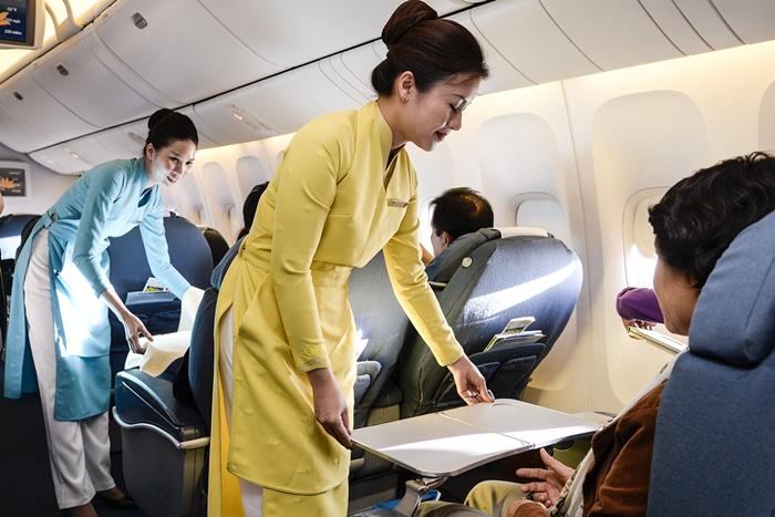 Cận cảnh đồng phục mới của Vietnam Airlines trên chuyến bay thử nghiệm 8