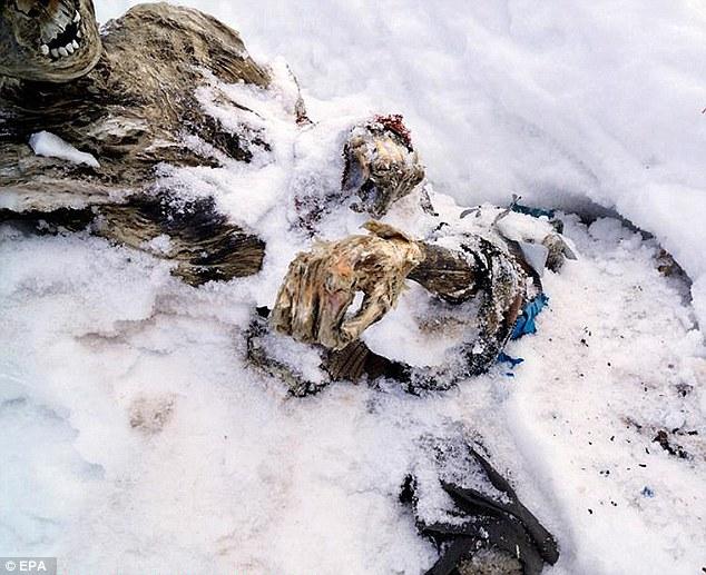 Tìm thấy hai xác ướp trên đỉnh núi cao nhất Mexico  7
