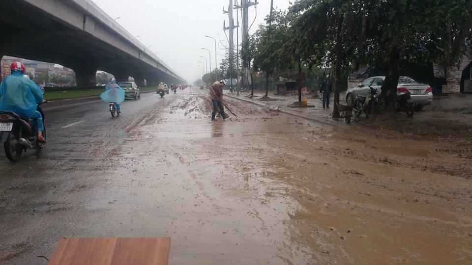 """Nhà thầu bị xử lý vì biến đường Hà Nội thành đường """"trâu đi"""" 8"""