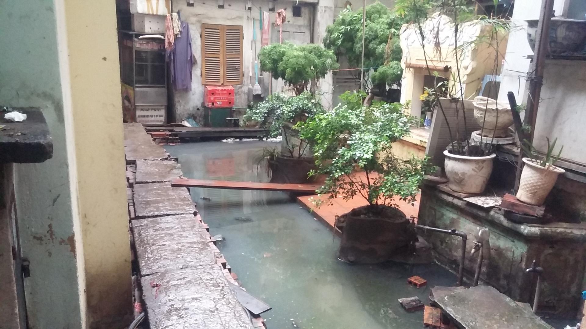Video: Cận cảnh nơi người Hà Nội phải đi vệ sinh bằng... túi bóng 6