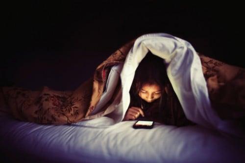 Điện thoại tiếp tay phá hủy làn da như thế nào? 6