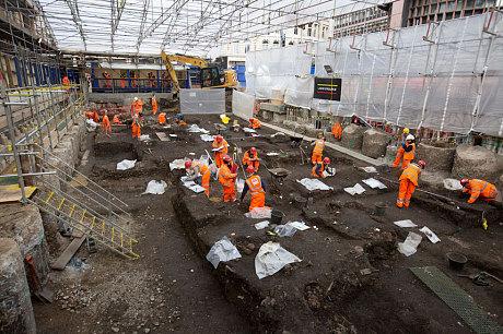 Phát hiện nghĩa địa khổng lồ 3.000 hài cốt dưới lòng nhà ga tại Anh 5