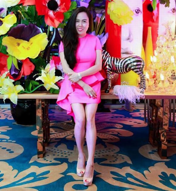 Quách Ngọc Ngoan tươi rói bên nữ đại gia Phượng Chanel 5