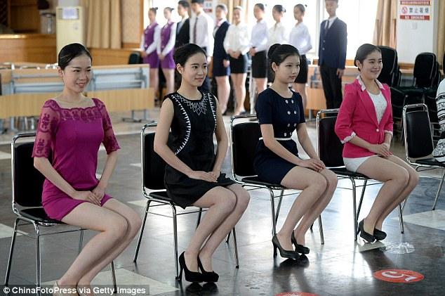 Mỹ nữ thi làm tiếp viên đường sắt như thi Hoa hậu 6